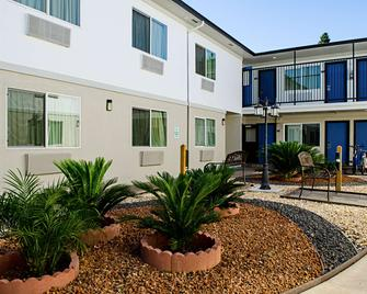 Motel 6 Modesto - Downtown - Modesto - Building