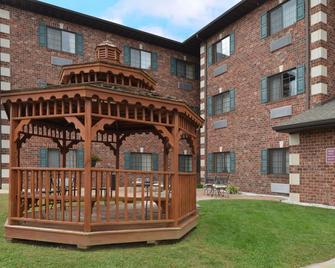 Country Hearth Inn & Suites Edwardsville St. Louis - Edwardsville - Будівля