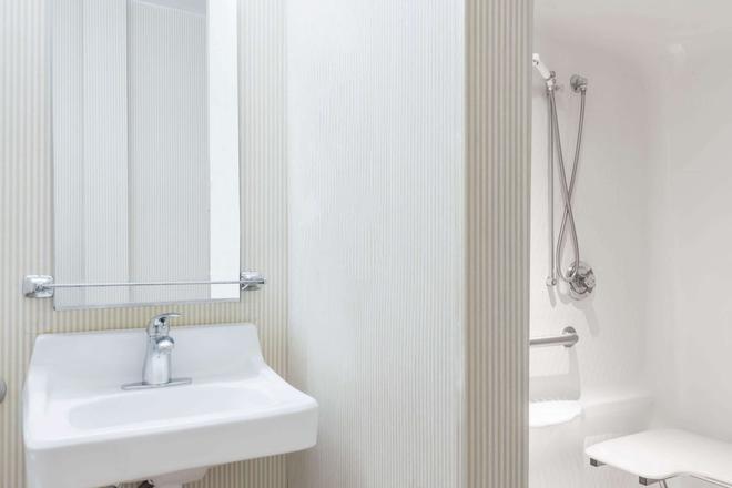 Microtel Inn & Suites by Wyndham Uncasville - Uncasville - Bad
