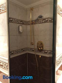 Mokni's Palais Hotel & Spa - Bad Wildbad - Bathroom