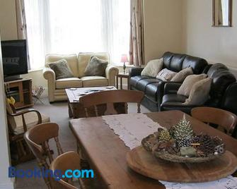 Twizzle Cottage - Sheringham - Living room