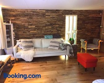Kunstenaars Boshuisje Veluwe - Hoenderloo - Living room