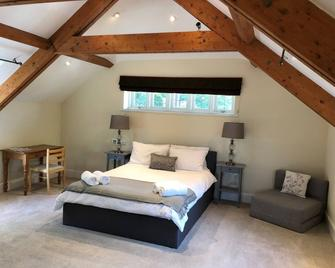 Riverside View, The Beam Room - Chertsey - Bedroom