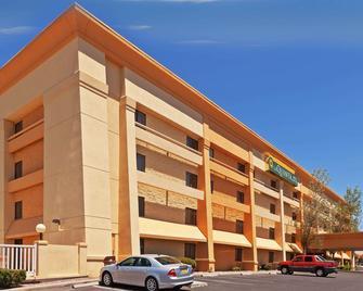 La Quinta Inn & Suites by Wyndham El Paso West Bartlett - El Paso - Building