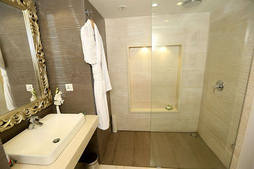 Ramada by Wyndham Multan - Multān - Bathroom