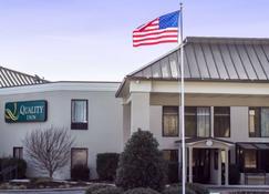 Quality Inn & Suites - Wilson - Building