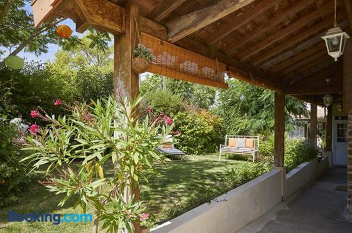 Chambres D'Hotes De La Roche - Frossay - Outdoors view