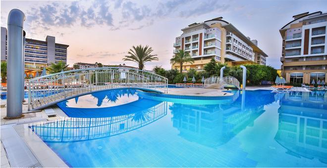 Hedef Resort Hotel & Spa - Alanya - Pool