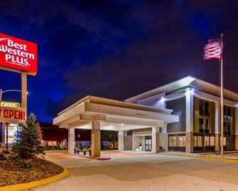 Best Western Plus Bloomington East Hotel - Bloomington - Building