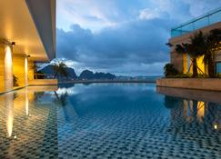 Wyndham Legend Halong Hotel - הא לונג - בריכה