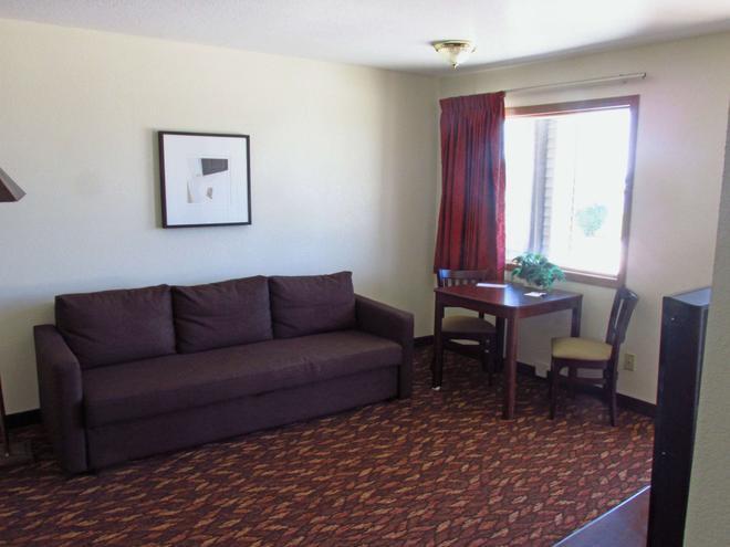 Americas Best Value Inn Celina - Celina - Living room