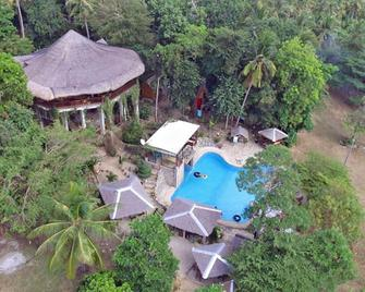 Cummings Highlands - Campsite - Looc - Pool