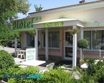 Hôtel Restaurant Les Chènes - Sisteron - Gebouw