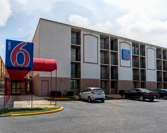 Motel 6 Jackson, TN - Джексон - Building