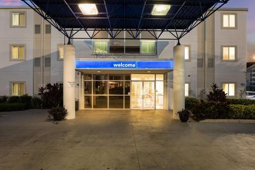 Motel 6 Orlando International Dr - Orlando - Toà nhà