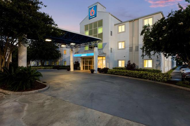 Motel 6 Orlando International, DR - Ορλάντο - Κτίριο