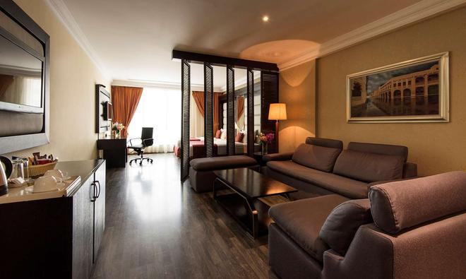 Best Western Plus Doha - Doha - Living room