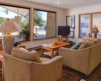Americas Best Value Inn & Suites Atlantic - Atlantic - Living room