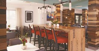 La Quinta Inn & Suites by Wyndham Atlanta Airport North - Atlanta