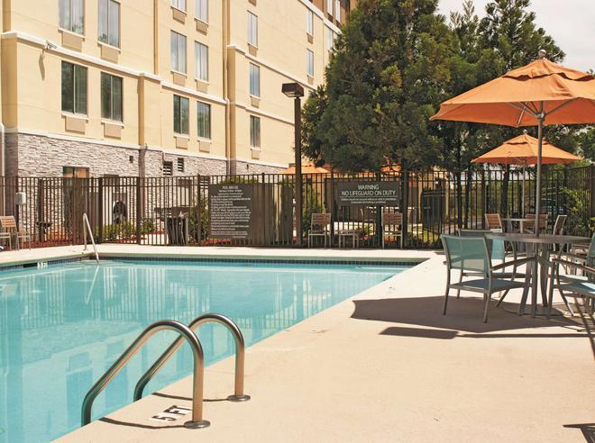 La Quinta Inn & Suites by Wyndham Atlanta Airport North - Atlanta - Pool