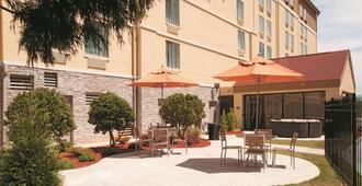 La Quinta Inn & Suites by Wyndham Atlanta Airport North - Atlanta - Patio