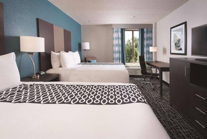 La Quinta Inn & Suites by Wyndham Atlanta Airport North - Atlanta - Bedroom
