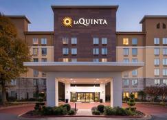 La Quinta Inn & Suites by Wyndham Atlanta Airport North - Atlanta - Building