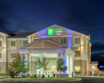 Holiday Inn Express Hotel & Suites Clarksville - Clarksville - Building