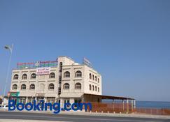Sur Bandar Al Ayjah Hotel Apartments - Sur - Edificio