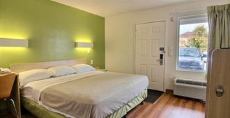 Motel 6 Cleveland-Willoughby - Willoughby - Bedroom