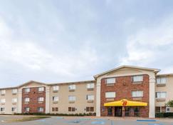 Super 8 by Wyndham Wichita Falls - Wichita Falls - Building