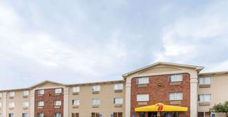 Super 8 by Wyndham Wichita Falls - Wichita Falls - Building