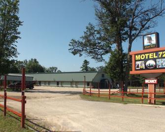 Motel 72 - Grayling - Building