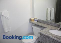 Deluxe Inn Fort Stockton - Fort Stockton - Bathroom