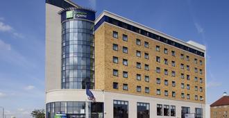 Holiday Inn Express London - Newbury Park - Ilford - Edificio