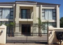 First Avenue Guest house - Gaborone - Building