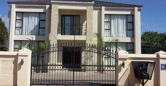 First Avenue Guest house - Gaborone - Gebäude