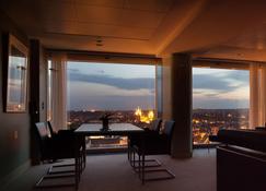 Radisson Blu Hotel, Erfurt - Erfurt - Living room