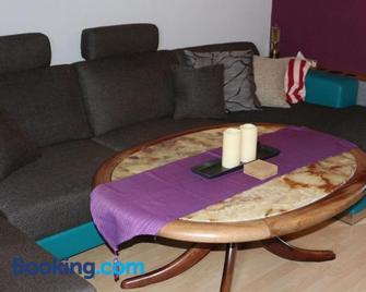 Maisonette Apartment im Münchner Westen - Olching - Living room