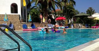 Mathraki Resort - Gouvia - Piscina