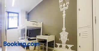 Room018bcn - Bác-xê-lô-na - Phòng ngủ