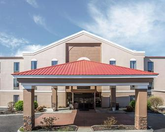 Quality Suites - Morristown - Building