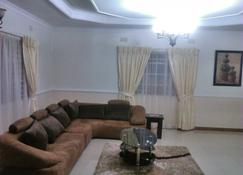 Home Up Guest House - Blantyre - Sala de estar