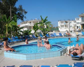 Mariana Hotel - Zákynthos - Uima-allas