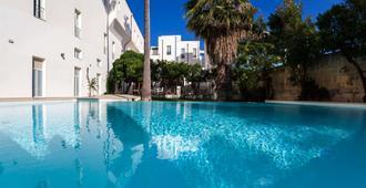 Grand Hotel Di Lecce - לצ'ה - בריכה