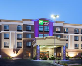 Holiday Inn Express Hotel & Suites Cheyenne - Cheyenne - Building