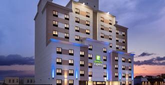 Holiday Inn Express Jamaica - Jfk Airtrain - Nyc, An IHG Hotel - Queens - Edificio