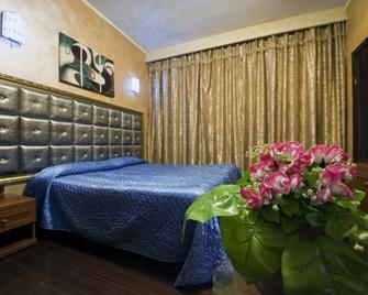 Hotel Bengasi - Moncalieri - Bedroom