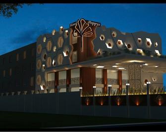 Poppys Hotel - Madurai - Gebouw
