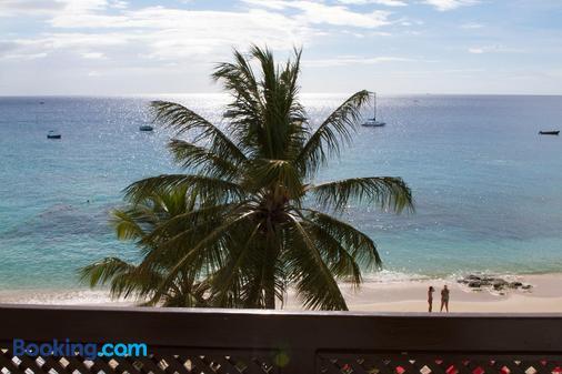 Tropical Sunset Beach Apartment Hotel - Holetown - Beach